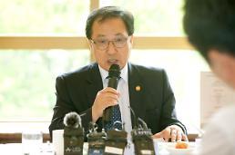 유영민 장관 취임 50일 성적표는…소신에 '박수' 독주에 '우려'