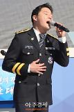 [AJU PHOTO] 김준수, 여전히 감미로운 목소리 (72주년 경찰의 날)