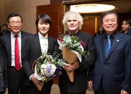 박삼구 회장, 피아니스트 조성진 만나…베를린 필하모닉 협연 축하