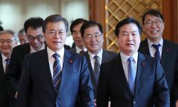 문 대통령, 홍종학 중기벤처부 장관 임명…195일만에 조각 완료