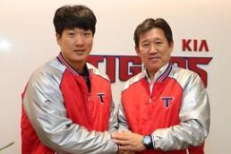  KIA, FA 김주찬과 2+1년 총액 27억원 계약