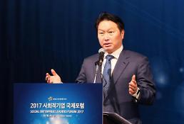 최태원 회장, 다보스서 미래 구상...글로벌 기업과 협업 논의