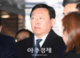 신동빈 롯데그룹 회장, 뇌물 혐의 실형 2년6개월 선고
