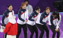여자 쇼트트랙 3000m 계주 금메달…시상대에는 왜 한국만 5명?