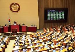국회, 주당 최대 근로시간 52시간으로 단축 등 법안 의결
