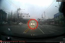 [보배드림영상] 역주행 차량 돌진, 피할새도 없이…