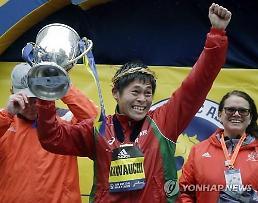 '일본 공무원' 가와우치, 보스턴 마라톤 우승