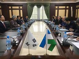 강경화, 우즈벡서 대통령 예방·외교장관회담…전략적 동반자 관계 심화
