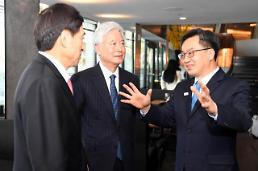 김동연 부총리, 이주열 한은 총재·조윤제 주미대사 만나 대외신인도 제고 논의