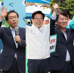 서울시장 후보 박원순, 시정에 전념…김문수, 지하철 출근 인사 시작