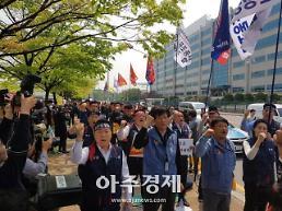"""대한항공 첫 복수노조 집회, 勞勞갈등에 공허한 """"총수일가 퇴진"""" 구호"""