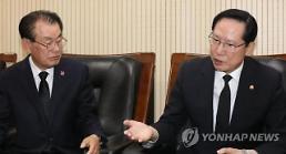 """송영무 장관 """"5·18 민주화운동 관련 잘못된 역사 바로잡겠다"""""""