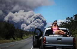 [글로벌포토] 하와이 화산 '적색경보'에도 셀카 삼매경