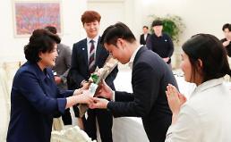 김정숙 여사, 보호아동 후원 청년들과 만찬…함께사는 세상