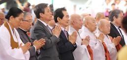 문재인 대통령 부처님 자비에 한반도 평화·번영 맞이하길
