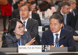 """박능후 장관 """"문재인 케어, WHO 보편적 의료보장 모범사례"""""""