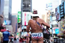 [글로벌포토] 무더위 속 속옷만 입고 등장한 뉴욕 카우보이