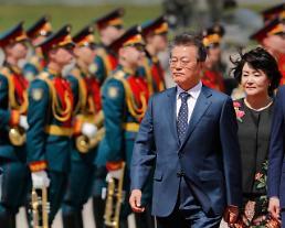 러시아 방문한 문재인 대통령 평화·협력시대 접어든 남북미… 역사적 대전환