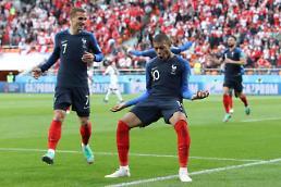 [월드컵] '음바페 데뷔골' 프랑스, 가뿐히 16강 진출…페루 '충격의 탈락'