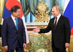 푸틴, 문 대통령 동방경제포럼 초청…문 대통령 빨리 답 주겠다