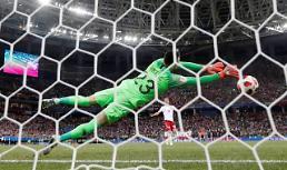 [월드컵] '메날두' 떠난 월드컵, 8야드⨉8피트 지배하는 '거미손'