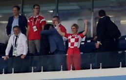 [월드컵] 크로아티아 대통령, 러시아 총리 앞서 못 말리는 4강 댄스