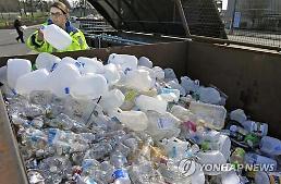 스타벅스에서 이케아까지..기업들은 일회용 플라스틱 퇴출에 분주