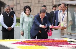 [아주동영상] 문 대통령, 인도 국부 간디 추모공원 찾아 헌화