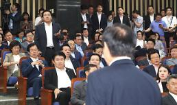 [이주의 국회3컷] 2선 후퇴 洪-安, 난장판 한국당 의총, 규제 개혁 민주