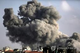 이스라엘, 가자지구 대규모 공습… 10대 소년 2명 사망
