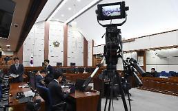 朴, 특활비 8년 선고에 정치권 인과응보…한국당 책임통감