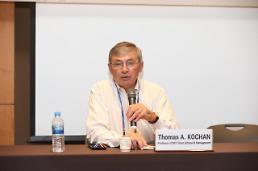 [인터뷰]토마스 코칸 대립 구도 한국 노·사 관계, 새 기술 도입 걸림돌