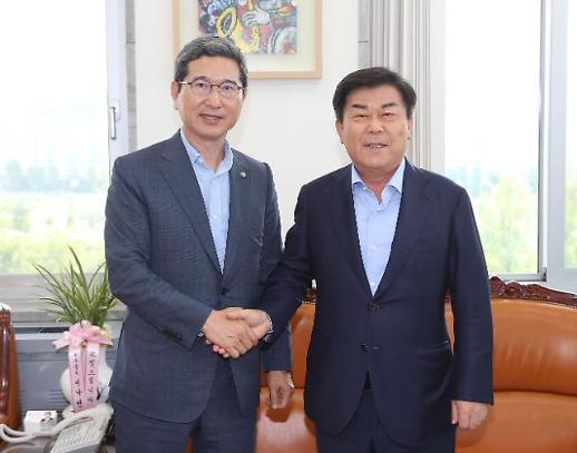 """박성택, 김학용 환노위원장에게 """"최저임금 제도 바꿔야"""""""