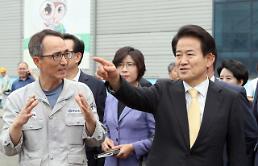 """정동영 """"여의도엔 길이 없다""""…첫 행보는 부산 한진중공업"""