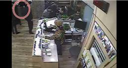 [영상] 이 영상으로 판단? vs 백퍼 만졌다 보배드림 곰탕집 성추행 제2 CCTV 공개되자 들끓는 여론
