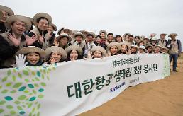 대한항공, 中 쿠부치 사막에서 12년째 나무심기 봉사… 동북아 황사방지 노력