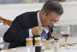 [포토/평양 남북정상회담] 옥류관 냉면 먹방 시범