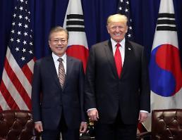 문 대통령, 한국 자동차 관세 면제 요청···트럼프 검토해보라 지시