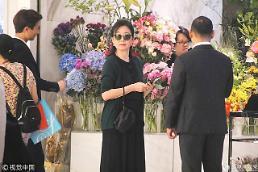 [중국포토] 결혼 24년 만 이혼·위자료 2919억 임청하, 홍콩 꽃가게 등장