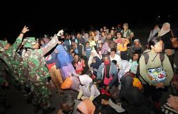 인도네시아 지진 쓰나미로 생필품 확보 안되자 주민 탈출 행렬…식료품 약탈까지 혼란