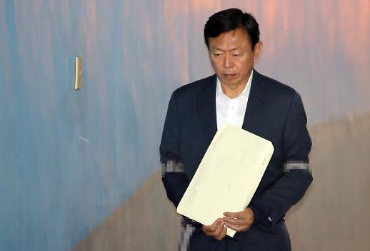 신동빈, 내일 운명의 날…항소심 '집행유예' 최대 관심사
