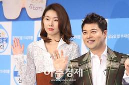 [AJU★이슈] 전현무♥한혜진, 내년 4월 결혼설에 아직 계획없다 일축…그래도 사랑은 ing