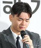 [장윤정의 연예프리즘] 더 이스트라이트 김창환 회장 미성년멤버 폭행 아동학대는 범죄입니다
