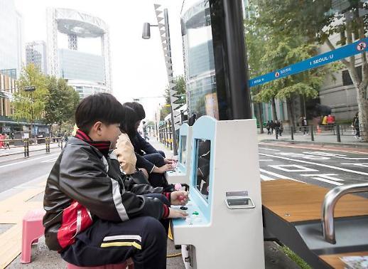 [포토] 오락실 된 버스정류장