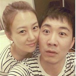 장윤정♥도경완 부부, 두 아이 부모됐다…오늘(9일) 둘째 딸 출산 [공식]