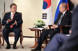 푸틴 北비핵화 진전시 상응조치해야… 문 대통령 적극적 역할 해달라