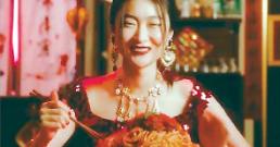 """돌체앤가바나 인종차별 광고에 뿔난 中 스타 """"행사참석거부"""""""