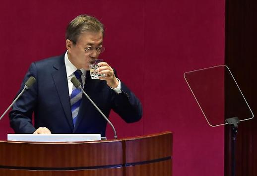 또 떨어진 문재인 대통령 지지율, 집권 후 최저치