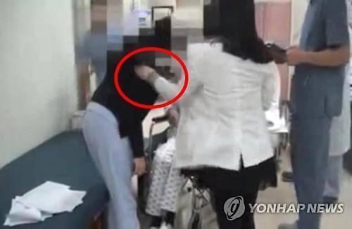 제주대병원 교수, 점프해 직원 밟으며 동영상 찍었냐?…네티즌 어디에나 양진호가 있구나