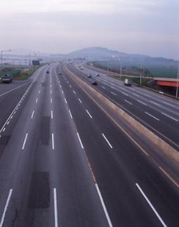 고속도로 무단횡단 20대 남성 사고 사망…왜 무단횡단했나